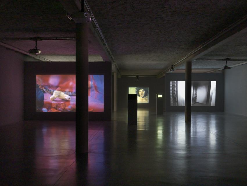 Isabell Cornaro: Blue Spill. Ausstellung: Musée régional d'art contemporain Occitanie / Pyrénées-Méditerranée, Sérignan, France, 2018. Photo: Annik Wetter